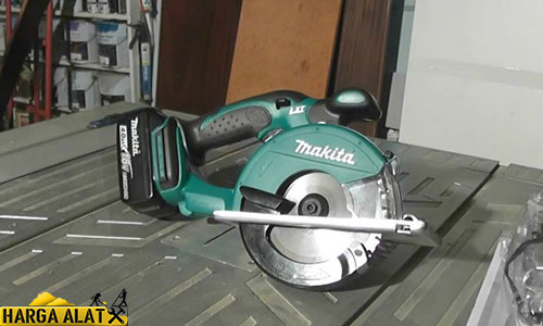MAKITA Cordless Metal Cutter DCS 550 RME