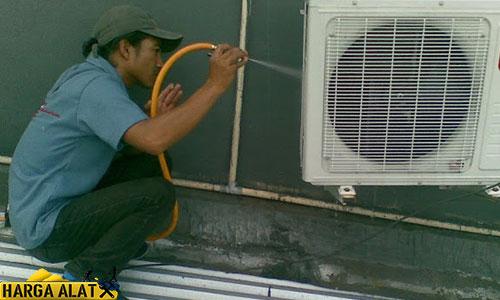 Bersihkan AC Bagian Luar outdorr