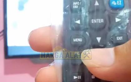 1. Tekan Tombol Menu di Remote