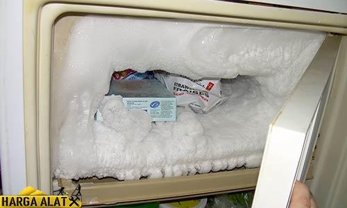 Cara Membersihkan Bunga Es pada Kulkas Polytron