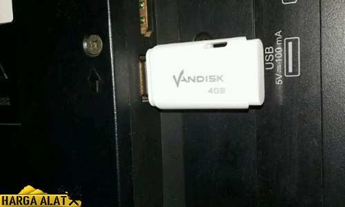 Pasangkan Flash Disk atau Hardisk Ekternal pada Port USB