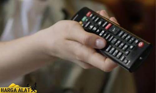 1. Reset TV Sharp dengan Remote